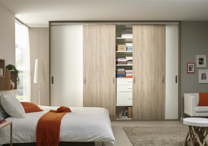 Les placards garobe des armoires à portes coulissantes
